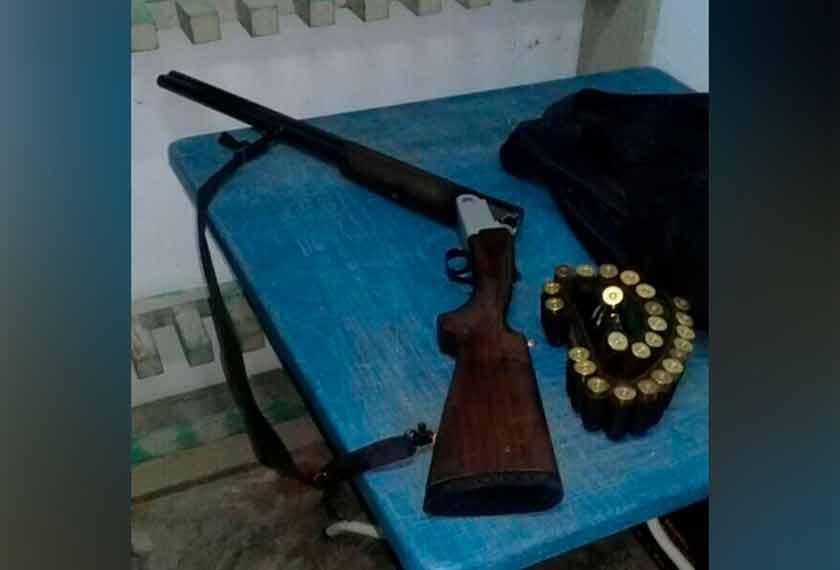 Senapang patah yang dipercayai digunakan oleh mangsa untuk menembak dadanya sendiri.