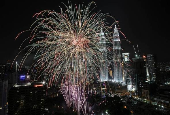 Buat Malaysia, tahun 2017 merupakan tahun yang mencatatkan banyak pencapaian yang cemerlang. Apakah #mythrowbaek2017 kegemaran anda?