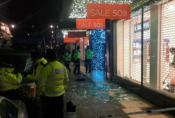 'Boxing day' bertukar kecoh, ratusan pembeli terjejas