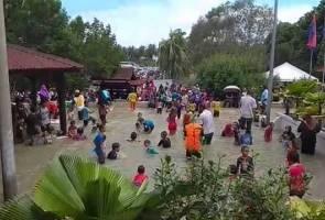 Ada 'pesta air' di Tanjung Piai!