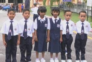 Tiga pasang kembar seiras curi tumpuan hari pertama sekolah