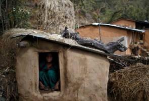 Wanita diasingkan kerana haid, akhirnya mati sesak nafas