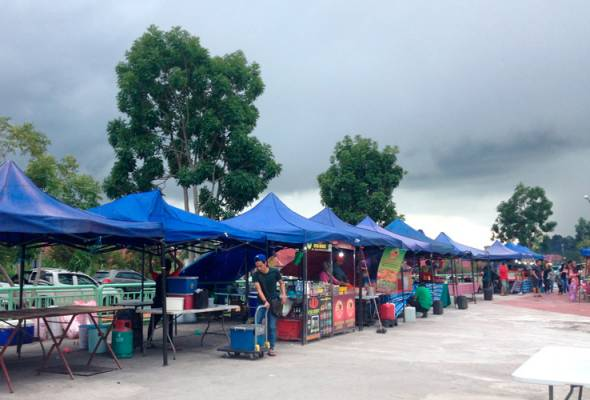 Pelajar UNIMAS manfaatkan kewujudan Uptown Kota Samarahan bagi menampung perbelanjaan sepanjang pengajian