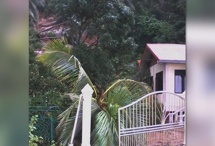 Berlaku pergerakan tanah di belakang pejabat Jabatan Taman Laut Pulau Aur, Mersing.