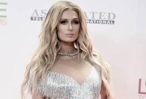 Paris Hilton, Chris Zylka bertunang