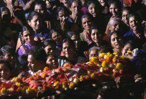 Bot karam di India, tiga terkorban