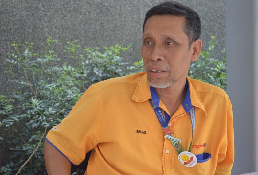 Ismail Abdul Hamid, 57, yang juga berkhidmat sebagai penyelia bas Rapid KL di Pasar Seni bercerita mengenai kesesakkan keadaan lalu lintas di hadapan pusat beli-belah terutamanya menjelang musim perayaan.
