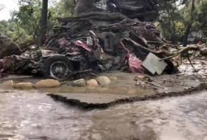 Ditimbus banjir lumpur, kanak-kanak 2 tahun berjaya ditarik keluar