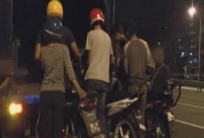 Polis trafik cedera dirempuh mat rempit