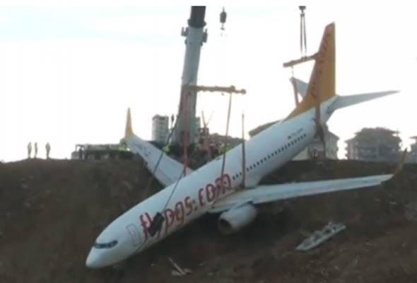 Ketika kejadian, pesawat yang membawa 168 penumpang itu tergelincir dari landasan Lapangan Terbang Trabzon pada Ahad minggu lalu.