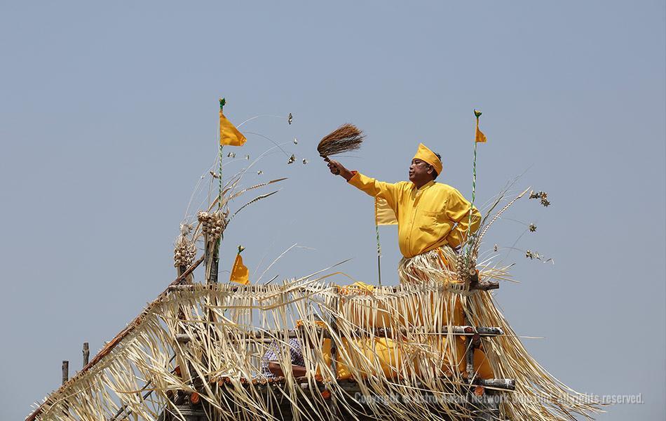 Mah Meri tribal shaman offers prayers