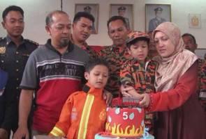 'Anggota paling muda' rai hari lahir di balai bomba