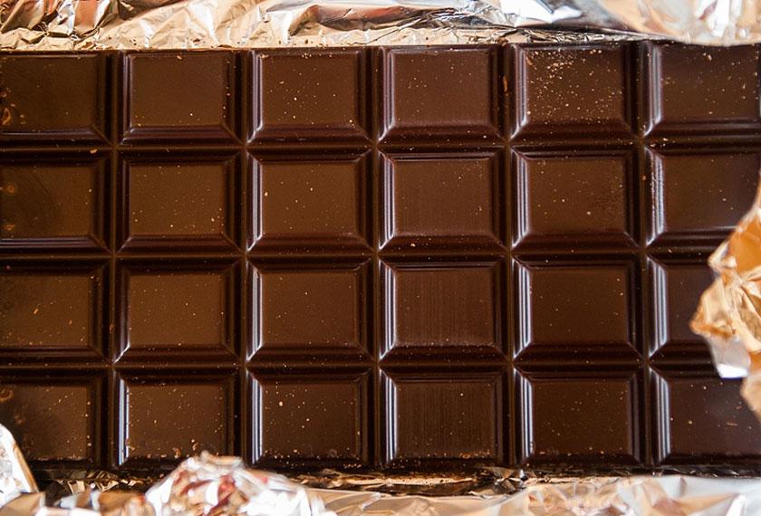 Kandungan catechins yang tinggi pada coklat hitam akan membuat proses metabolisme dalam tubuh meningkat. - Gambar hiasan