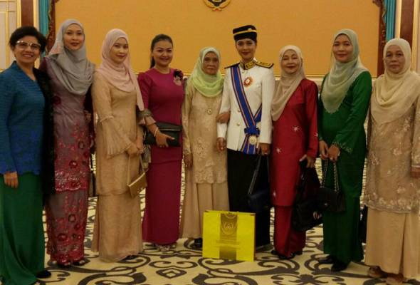 Syafinaz bawa ibu ke Istana Negara saksi penganugerahan pingat