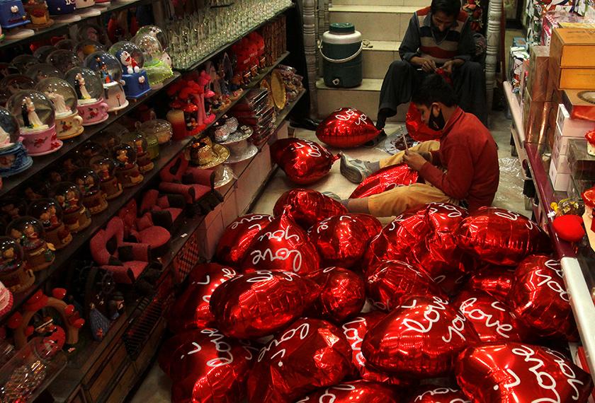Sambutan Hari Valentine diharamkan di Pakistan untuk tahun kedua berturut-turut. - Foto: Reuters