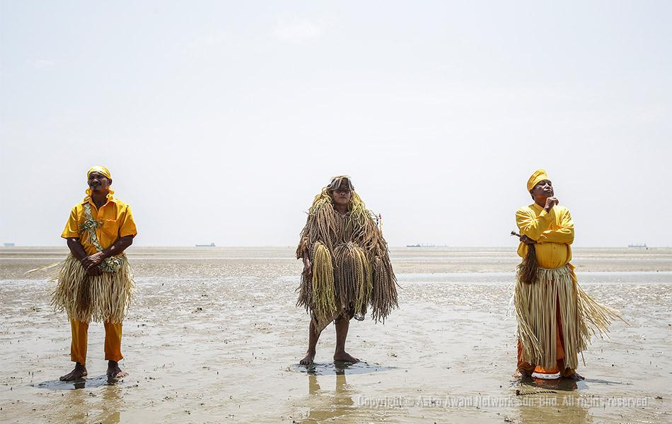 Mah Meri tribesman crafted mask