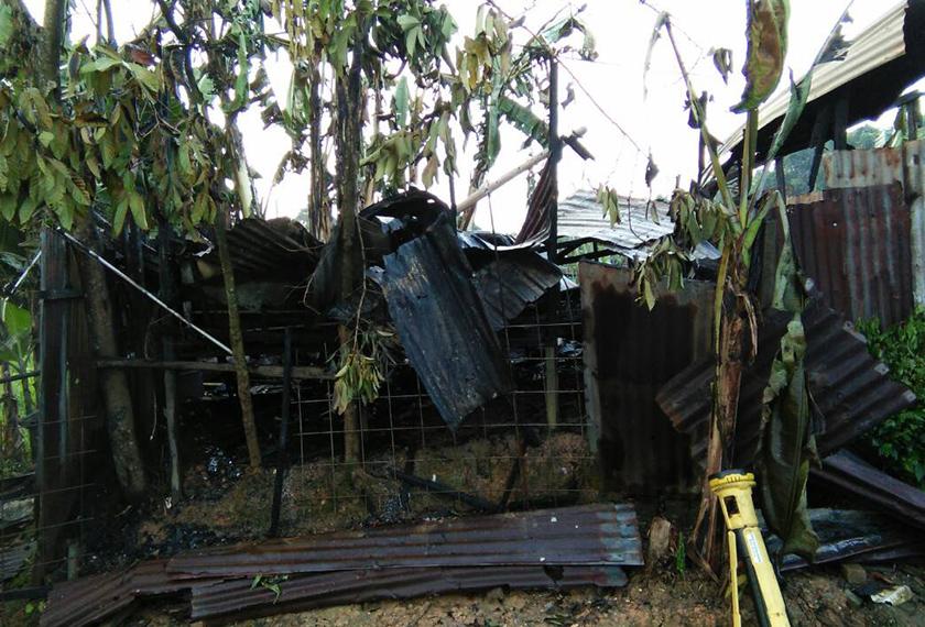 Keadaa rumah kosong yang musnah dijilat api.