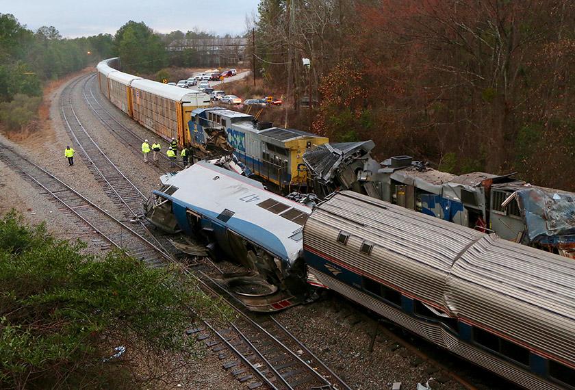 Nahas keretapi itu turut menyebabkan konduktor keretapi serta juruteranya terkorban. Foto: AP
