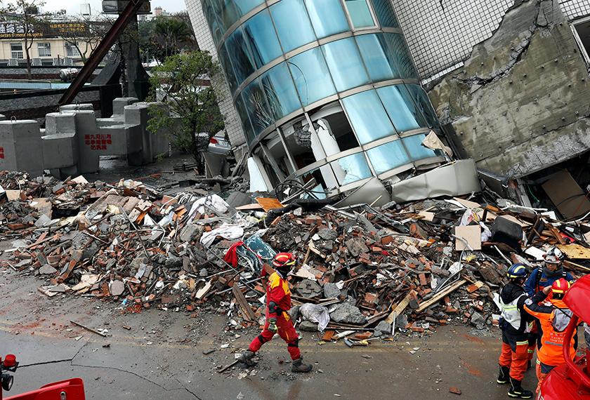 Bangunan musnah akibat gempa bumi kuat di Taiwan. - REUTERS
