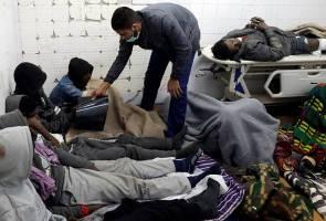 Trak dinaiki terbalik, 19 pendatang terbunuh