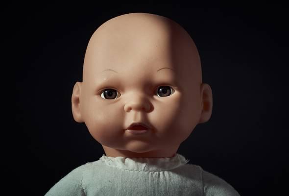 Ibu terkejut anak perempuan main patung miliki kemaluan lelaki