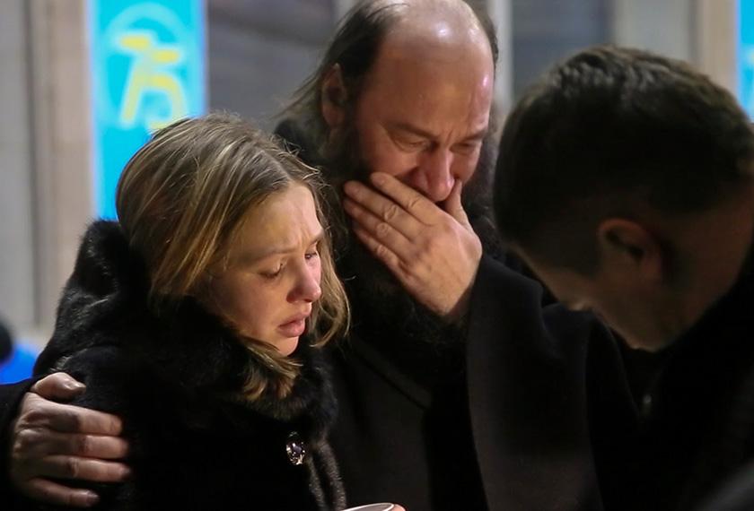 Timbalan Menteri Kesihatan Rusia berikar untuk menempatkan para doktor dan pakar psikologi bersama ahli keluarga bagi memberi sokongan dari segi emosi. - AP