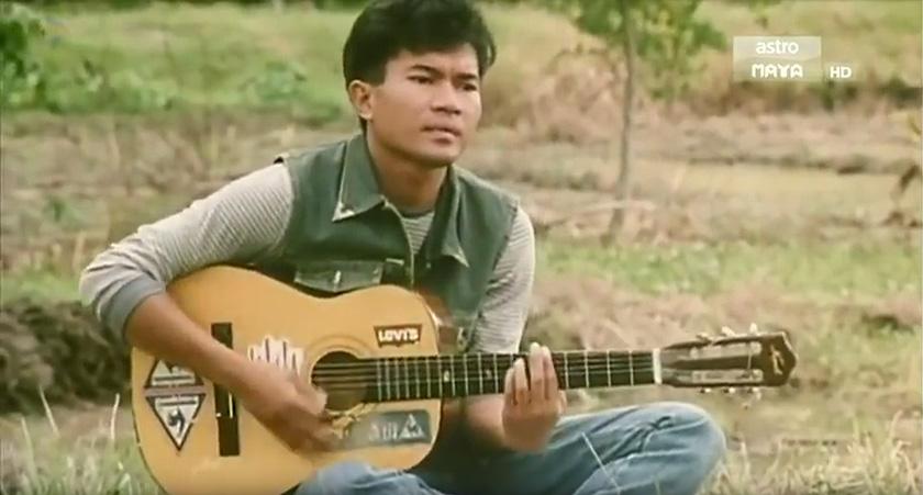 Azmil melakar namanya di persada industri perfileman tanah air era 80-an dengan watak Ali dari filem Ali Setan dan Taufik dari filem Suara Kekasih. - Gambar fail