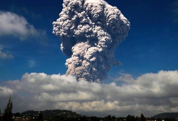Gunung Sinabung di Sumatera Utara kembali meletus