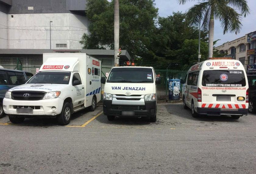 Hasil sumbangan orang ramai, Mr.Kentang memiliki tiga buah ambulans dan sebuah van jenazah yang digunakan untuk golongan yang tidak berkemampuan untuk membayar.
