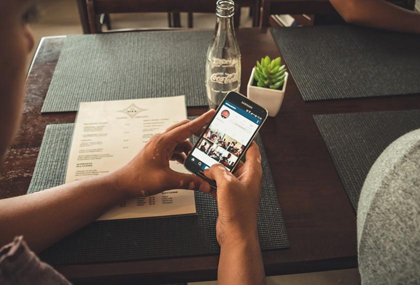 Menurut Mariani, antara faktor hal ini terjadi apabila pasangan tersebut menghabiskan masa berlebihan di media sosial dan gagal membahagikan masa bersama pasangan akan membuatkan kurangnya interaksi antara satu sama lain.
