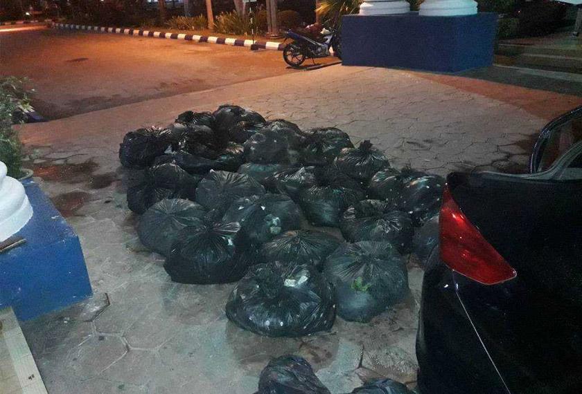 Sebanyak 18 guni berisi daun ketam dirampas pihak polis dalam operasi cegah jenayah di Jalan Besar, Perai Pulau Pinang.