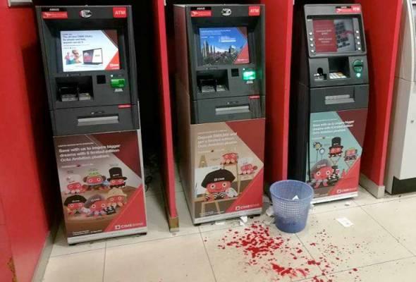 Geram sistem tergendala, lelaki tumbuk skrin ATM hingga pecah