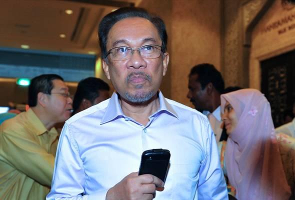 Tun Mahathir jumpa Datuk Seri Anwar di hospital