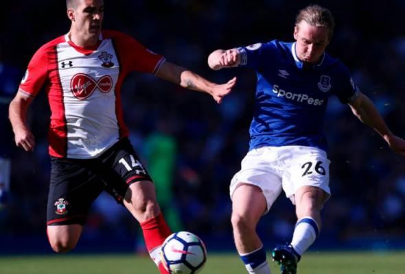 Davies selamatkan maruah Everton