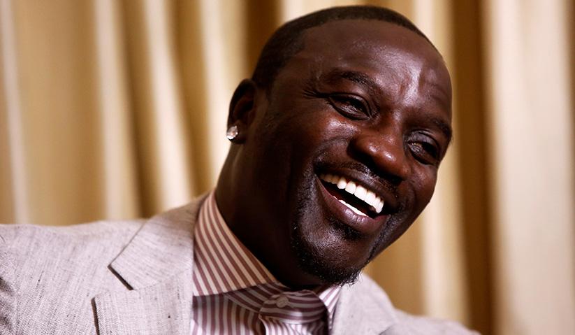 Akon dilaporkan berpuasa kerana dibesarkan di Senegal yang majoriti penduduknya adalah Muslim.