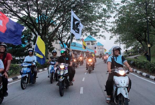 PRU14: Konvoi motor seru anak muda turun mengundi