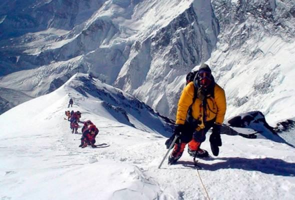 Lapan pendaki Nepal tawan Everest