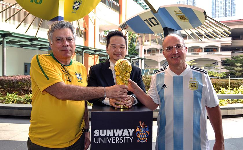 Kedua-dua duta Brazil dan Argentina pada majlis pelancaran Sunway Uni World Cup 2018 di sini, baru-baru ini.