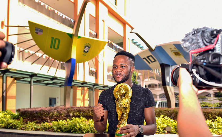 Salah seorang penuntut Sunway University yang bertuah akan membawa pulang Trofi Tribute Piala Dunia.