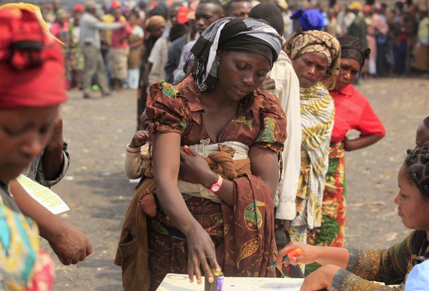 Wanita di Kango tidak mampu berdaya-saing setelah bertahun-tahun berada dalam situasi pertumpahan darah. -Foto Reuters