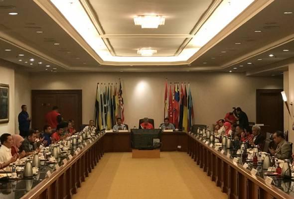 Zahid pengerusikan Mesyuarat Majlis Tertinggi UMNO
