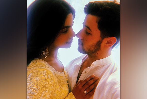 Priyanka Chopra, Nick Jonas kongsi foto majlis pertunangan
