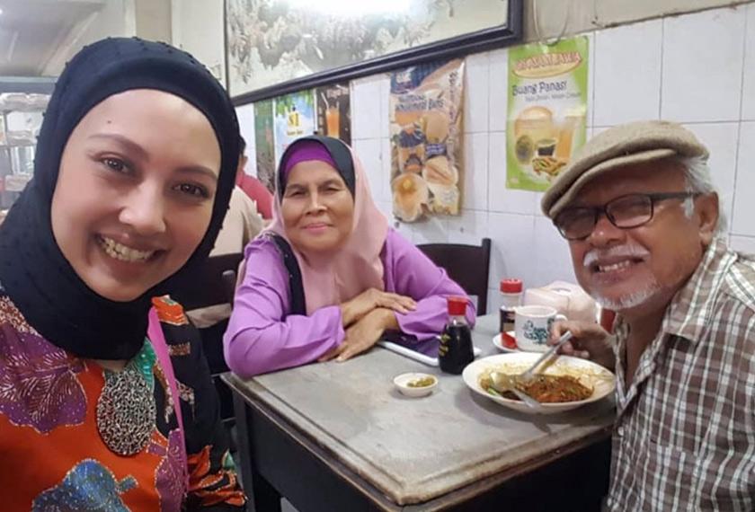 Wartawan Astro AWANI berbual dengan Baharuddin dan isterinya. Astro AWANI