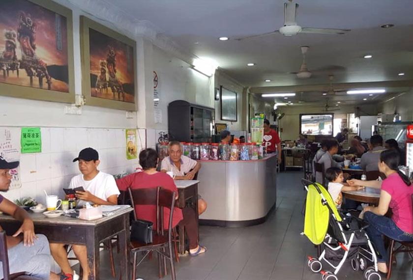 Menurut pemilik Hailam Kopitiam Kuala Pilah ini, hanya kopitiam di pekan-pekan kecil sahaja boleh hidup. Astro AWANI