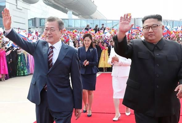 Moon Jae-in bertemu Kim Jong-un
