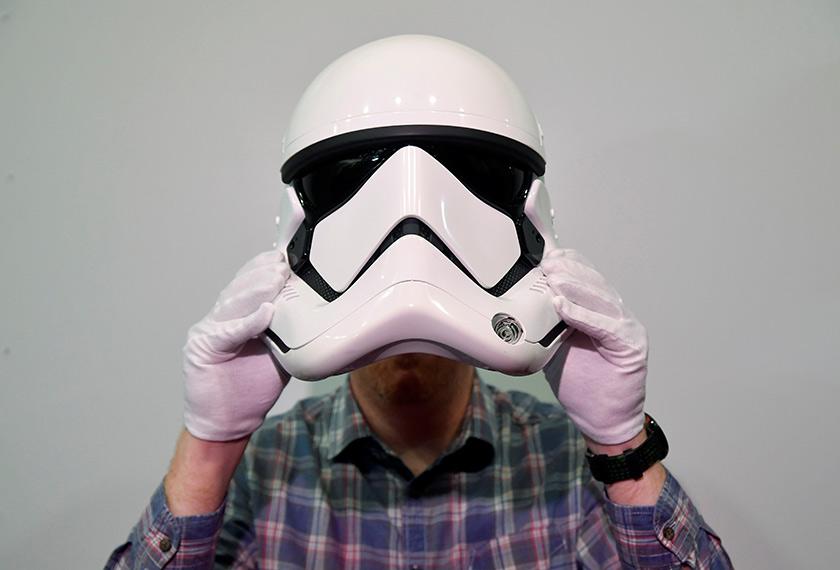 Topeng Stormtrooper ini adalah antara barangan dari filem Star Wars yang mampu mencuri tumpuan ramai. - Reuters