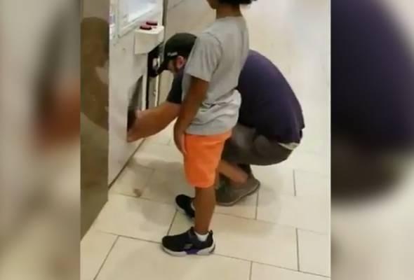 Guru perguna anak curi mainan dalam mesin arked