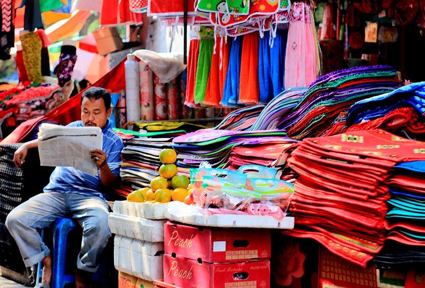 Tekstil Jakarta. Jakarta dan Hanoi memiliki persamaan, kedua-duanya padat dengan penduduk dan perusahaan kecil. Ceritalah