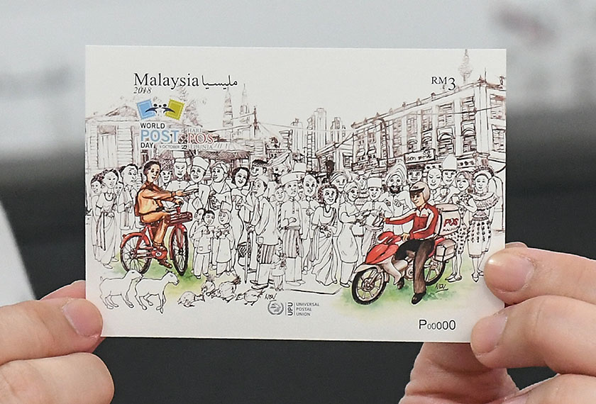 Antara koleksi siri setem sempena Hari Pos Sedunia 2018 di Ibu Pejabat Pos Malaysia. --fotoBERNAMA