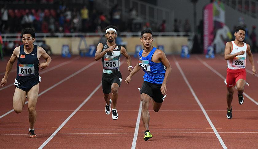 Atlet negara Mohamad Ridzuan Mohamad Puzi berjaya memperoleh pingat emas pada acara akhir 100m balapan kategori lelaki T36 sempena Temasya Sukan Para Asia 2018 di Stadium Gelora Bung Karno. - Foto Bernama